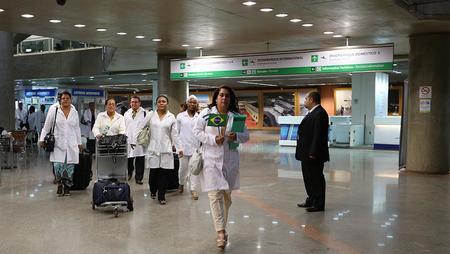 Left or right nacional saude medicos cubanos