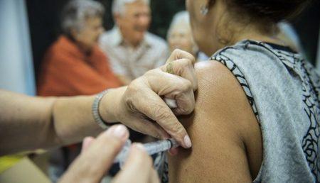 Left or right 912446 agencia brasil dia d vacina o contra a gripe mcam 3 768x432 750x430